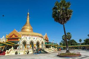 kaba aye pagode in rangoon, myanmar foto