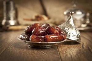 getrocknete Dattelpalmenfrüchte oder Kurma, Ramadan-Essen foto