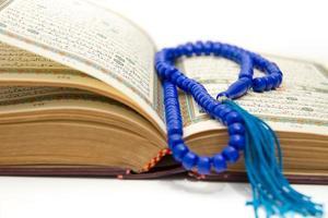 Rosenkranz und Koran foto