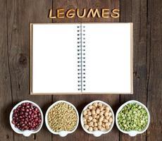 Sorte oder Hülsenfrüchte, das Wort von Hülsenfrüchten und Notizbuch foto