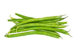 frisch gepflückte grüne Bohnen isoliert foto