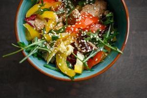 Teller mit Salat foto