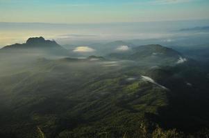 Berglandschaft bei Sonnenaufgang
