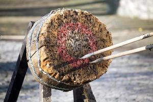 Ziel und Speere auf mittelalterlichem Fest foto