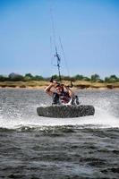 Kitesurfer im Schwarzen Meer foto