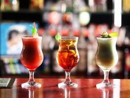 Cocktail in der Bar foto
