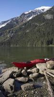 gestrandetes Kajak in Alaska