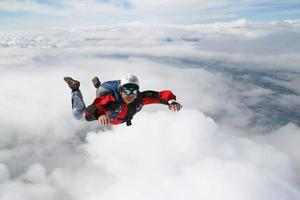 Nahaufnahme des Fallschirmspringers foto