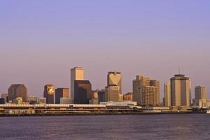 New Orleans Skyline während des Sonnenaufgangs foto