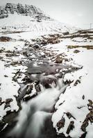 Winterwasserfall in Borgarfjordur