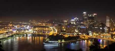 Überblick über die Innenstadt von Pittsburgh foto