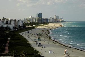 Skyline von Miami Beach mit dem Wasser foto