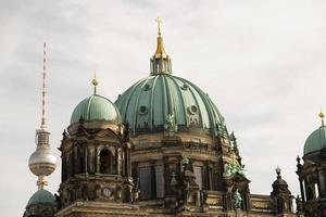 Kathedrale von Berlin und Fernsehturm, Deutschland foto