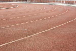 Leichtathletikbahn im Stadion foto
