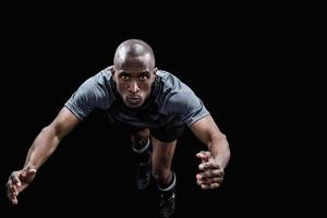 Porträt des springenden Rugbyspielers foto