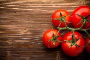 Tomatenbündel. foto
