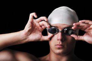 Porträt des muskulösen männlichen Schwimmers foto