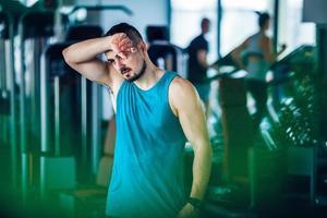 Sportlehrer im Fitnessstudio