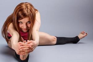 Übungen zum Strecken der Beine foto