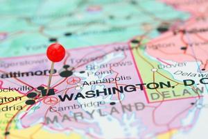 Washington auf einer Karte von USA festgesteckt foto