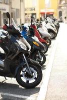 Linie von Mopeds / Rollern