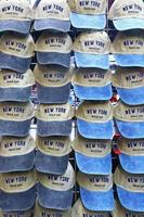 Mützen zum Verkauf in New York foto