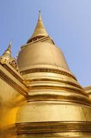 goldene pagode bei wat phra kaew, bangkok, thailand foto