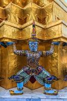 Riese in Wat Pra Kaew, Sehenswürdigkeiten, Bangkok, Thailand foto
