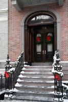 Schritte mit Weihnachtskränzen foto