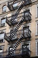 außerhalb Metall Feuerleiter Treppe, New York City, USA foto