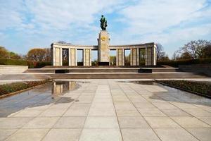 sowjetisches gedenk im tiergarten berlin foto