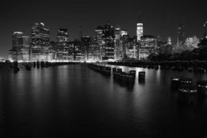 Türme auf Manhattans Insel bei Nacht. New York City.