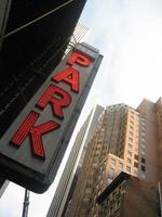 Neon Parkplatzschild