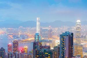 Panorama der Skyline von Hongkong in der Nacht von Victoria Peak foto