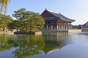 Gyeonghoeru-Pavillon im Gyeongbokgung-Palast, Seoul, Korea foto
