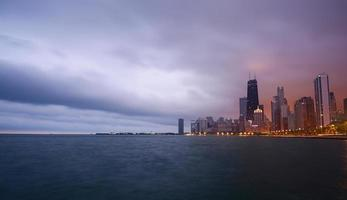 Chicago Cityscape lila Himmel
