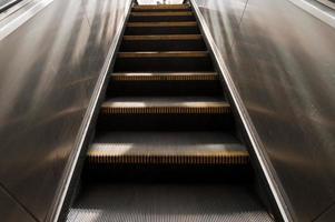 Rolltreppe in der Stadt foto