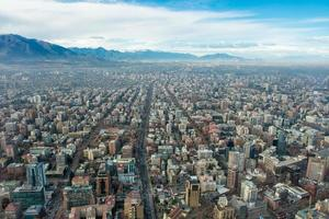 Santiago de Chile aus großer Höhe. Santiago Stadtbild