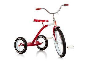 rotes Dreirad des Kindes auf weiß foto