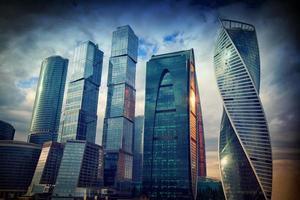 Geschäftszentrum Moskau-Stadt am Abend bei Sonnenuntergang, Moskau, Russland foto