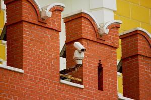 CCTV-Kamera an der Wand des Moskauer Kremls foto