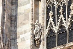 Statue mit ausgestreckter Hand foto