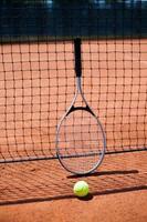 Frau spielt Tennis