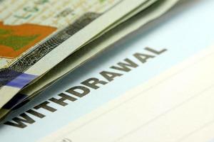 Auszahlungsschein vom Bankscheck oder Sparkonto foto