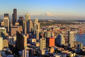 Seattle Skyline in der Dämmerung foto