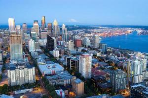Innenstadt Seattle in der Abenddämmerung foto