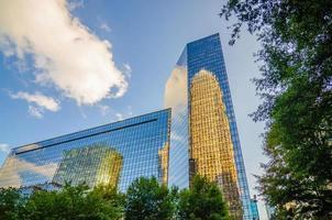 Skyline und Stadtstraßen von Charlotte North Carolina USA foto