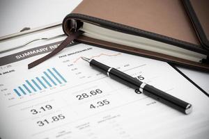 Geschäfts- und Finanzbericht anzeigen. Buchhaltung foto