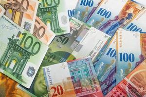Schweizer und EU-Banknoten foto
