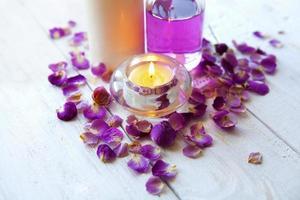 Spa-Einstellung, Kerze, rosa Rose, Gesundheits- und Schönheitspflege